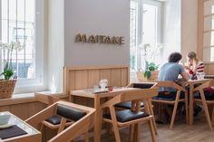 Maitake (Madrid). Un japonés diferente que pone en valor las setas y hongos típicos de Japón, como su riquísimo Risotto. El sushi le dominan y su postre de helado frito es una pasada. Más info en www.madridcoolblog.com