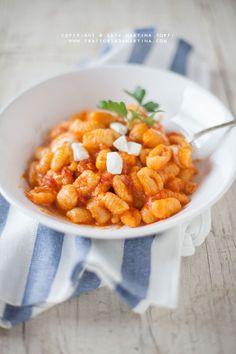 Gnocchi all'acqua al pomodoro e mozzarella - Trattoria da Martina - cucina tradizionale, regionale ed etnica