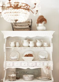 Farmhouse Touches in the Dining Room
