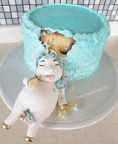 ✨Lol The Best Unicorn Cake I have ever seen!! Lol Thx to the follower that sent it to me...Can't Find link for this particular Cake Artist. (Let me know if you know) #unicorncake #unicorn #cake #fulllunicorn #funcake #noveltycake #comedycake