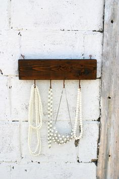 I love how this displays necklaces. Could even be used to hang keys by the doorway