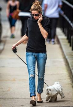 Olivia Palermo wearing Italia Independent Velvet Stud IV-Rock Sunglasses and Rebecca Minkoff Mercer Boyfriend Jeans in Medium Wash Blue. Estilo Olivia Palermo, Olivia Palermo Lookbook, Olivia Palermo Style, Mode Outfits, Fashion Outfits, Fashion Trends, Looks Jeans, Models Off Duty, Love Her Style