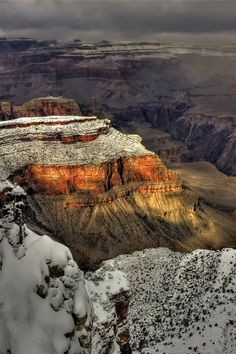 Snow on Grand Canyon, Grand Canyon National Park, Utah, United States.This was the time of year we visited the Grand Canyon.Simple beautiful and looks like Canyon sprinkled with powdered sugar. Arches Nationalpark, Yellowstone Nationalpark, All Nature, Amazing Nature, Beautiful World, Beautiful Places, Beautiful Wife, Beautiful Scenery, Voyager C'est Vivre