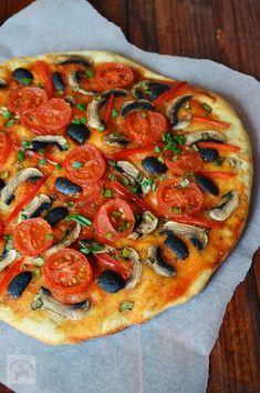 Pizza de post - CAIETUL CU RETETE Pizza Recipes, Vegan Recipes, Cooking Recipes, Vegan Food, Easy Recipes, Romanian Food, Romanian Recipes, Yummy Food, Tasty
