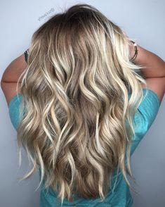 Dark Blonde Hair Color Ideas We all have our favorite blonde! Today we are going to examine dark blonde hair color ideas together our top favorite long blonde hair ideas Grey Balayage, Balayage Hair Blonde, Bayalage, Blonde Hair Colors, Blonde Hair For Fall, Baylage Blonde, Haircolor, Hair Cut Blonde, Dark Roots Blonde Hair Balayage