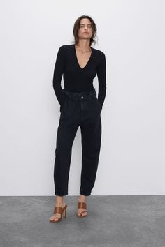 New clothes and accessories updated weekly at ZARA online. Stay in style with seasonal trends. Linen Blouse, Linen Blazer, Paperbag Waist Trousers, Strappy Crop Top, Bodysuit Lingerie, Asymmetrical Tops, Smock Dress, Lace Tops, Jean Outfits