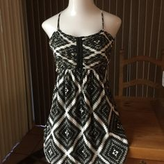 BILLABONG Black & White Diamond Print Dress L ADORABLE BILLABONG- Black & White Diamond Print Mini Dress in excellent Preowned condition. Size Large-           RETAIL $99.00 Billabong Dresses Mini