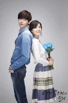 I HEAR YOUR VOICE: Jang Hye Sung (Lee Bo Young) es una defesor de oficio. Es una mujer amargada, que le resulta difícil estar entusiasmada con lo que hace. Su vida cambia cuando se reencuentra con Park Soo Ha (Lee Jong Suk), un chico de secundaria con la capacidad de leer los pensamientos. Él ganó esta habilidad después de ver a su padre siendo asesinado diez años atrás. La muerte de su padre había sido tratada como un accidente pero eso cambia gracias al testimonio de Hye Sung.