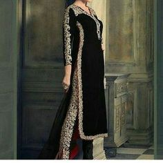 Mesmerize your onlookers in this black color embroidered velvet pant style suit. The desirable resham and stones work across the dress is awe-inspiring. Fashion Pants, Hijab Fashion, Fashion Dresses, Peplum Dresses, Fashion Hair, Outfits Damen, Desi Clothes, Looks Chic, Pakistani Outfits