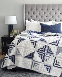 Sweet Escape in B Patchwork A Sweet (Escape) finish Édredons Cabin Log, Log Cabin Quilts, Log Cabins, Two Color Quilts, Blue Quilts, Grey Quilt, Quilting Projects, Quilting Designs, Quilt Design