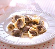 Tortellini Christmas - Recipes - Magda Gessler - Tastes of Life Pasta Recipes, Dinner Recipes, Polish Recipes, Polish Food, Clone Recipe, Good Food, Yummy Food, Nigel Slater, Secret Recipe