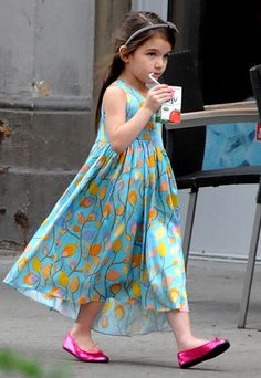#Suri Cruise took a juice break in an elegant print dress from her mother's Holmes & Yang collection, worn with metallic pink Bonpoint slippers. http://www.instyle.com/instyle/package/general/photos/0,,20243707_20193012_20921781,00.html