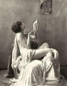 Billie Dove, actrice du cinéma muet américain
