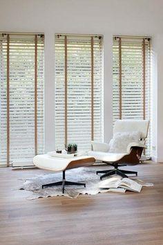 De horizontale jaloezie is modieuzer dan ooit tevoren! Onze nieuwe collectie horizontale jaloezieën biedt eindeloze variaties door de vele materialen en kleuren. Kies voor aluminium, transparante kunststof of hout.
