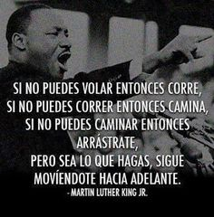 Martin Luther King speaking in Spanish. He is such a linguist show-off. Luther King Frases, Martin Luther King Quotes, Positive Quotes, Motivational Quotes, Inspirational Quotes, Positive Vibes, King Jr, Spanish Quotes, Wisdom Quotes