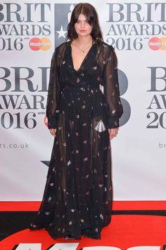 Brit Awards 2016: Pixie Geldof Pixie Geldof, Brit Awards 2016, Dresses With Sleeves, Long Sleeve, Fashion, Musica, Red Carpet, Red, Feminine