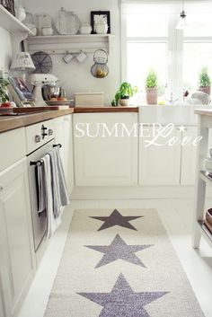 White Living> Painting giant stars on a plain off-white rug. Perfect for my Americana bathroom. Kitchen Interior, Kitchen Design, Kitchen Decor, Kitchen Runner, Kitchen Rug, Kitchen Tools, Kitchen Cabinets, Cottage Living, Home And Living