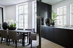 Room Interior Design, Kitchen Interior, Kitchen Design, Interior Decorating, Dinning Set, Kitchen Dinning, Dining, Modern Scandinavian Interior, Simple Interior