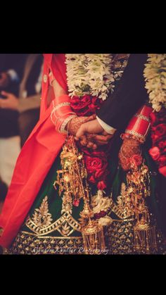 Bridal Details - Emerald Green Silk Lehenga with Gota Work, Gold Kaleere and Red and White Chooda Punjabi Wedding, Pakistani Bridal, Indian Bridal, Wedding Lehnga, Bollywood Bridal, Indian Marriage, Marriage Couple, Big Fat Indian Wedding, Red Wedding