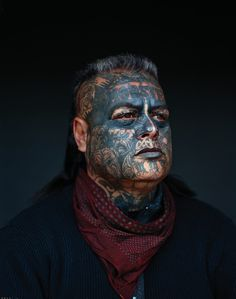 Beautiful Portraits of New Zealand& Largest Gang Will Give You Shivers A bunch of disaffected youths banded collectively in Hawkes Bay, New Zealand;they grew into the Mongrel Mob, the most important gang within the. Maori Tattoos, Face Tattoos, Native Tattoos, Arrow Tattoos, Tattoo Ink, Poses For Photos, Cool Photos, Amazing Photos, Mongrel