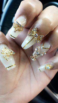 #goldenbeauty#blingedoutnails#slay