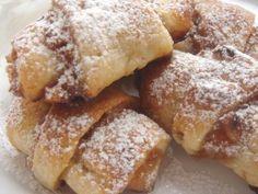 CHILI & VANILIA: Rugelach - Hanukarácsonyi barackos-diós kifli Poppy Cake, Hungarian Recipes, Hungarian Food, Homemade Cookies, Winter Food, French Toast, Dessert Recipes, Food And Drink, Sweets