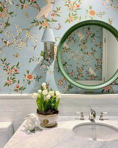Diy Wall Decor, Diy Home Decor, Bedroom Decor, Powder Room Wallpaper, Mug Design, Chinoiserie Wallpaper, Inspiration Design, Easter Flowers, Maine House