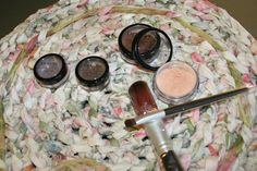'6 pc. Demure Mineral Make-up Set' is going up for auction at  4pm Sat, Aug 10 with a starting bid of $4.