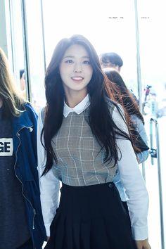 i'm big fan of seolhyun Pretty Asian, Beautiful Asian Women, Korean Beauty, Asian Beauty, Kim Seolhyun, Oriental Dress, Seohyun, Kpop Outfits, High End Fashion