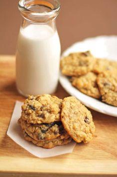 Chewy Oatmeal Raisin Cookies Recipe Cookie Desserts, Just Desserts, Cookie Recipes, Dessert Recipes, Dessert Food, Dessert Ideas, Yummy Recipes, Fancy Cookies, Cookies