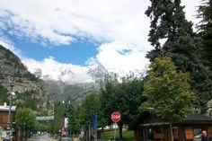 Dağlarla çevrili Courmayeur'a ulaşmak aslında çok kolay değil. Cenevre'den otobüs ya da dağ minibüsleri ile 2.5 saatte gelebilirsiniz... Daha fazla bilgi ve fotoğraf için; http://www.geziyorum.net/courmayeur/
