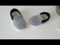 Homemade Shoes, Slippers, Best Baby Shower Gifts, Crochet Baby Shoes, Crochet Videos, Baby Booties, Beautiful Babies, Comfortable Shoes, Stylish