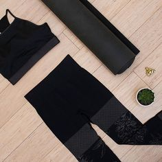 Yoga Sundays ⠀  ⠀  #mACTIVE #mPOWER #black #leggings #shop #online #new #yoga #crop #leggings #lifestyle #healthy
