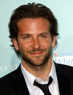 """- Bradley Cooper - """"He's Just Not That Into You"""" World Premiere - Arrivals - Grauman's Chinese Theater - Hollywood, CA. USA - Keywords: Bradley Cooper - False - - Photo Credit: Albert L. Bradley Cooper Cheveux, Bradley Cooper Haare, Bradley Cooper Hot, Hair Styles 2014, Medium Hair Styles, Short Hair Styles, Short Wavy, Hommes Sexy, Raining Men"""