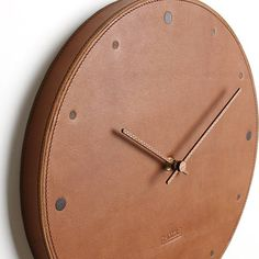 - Silent Wall Clock - Circle This is handmade! - Wood : Red Fine (back) - Finished : Hefele Oil-Wax(wood) - Leather : leather (Italy) - Color :Brown - Hands of a clock : Walnut - Size : W * H ( W x H ) * Batteries Diy Leather Projects, Leather Diy Crafts, Leather Craft Tools, Leather Bags Handmade, Leather Bag Tutorial, Leather Bag Pattern, Sewing Leather, Leather Accessories, Leather Jewelry