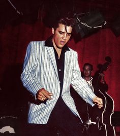 I always loved that face Elvis made while he was dancing.