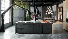 Iedereen is een keukenprins in deze stoere zwart matte keuken van Minacciolo