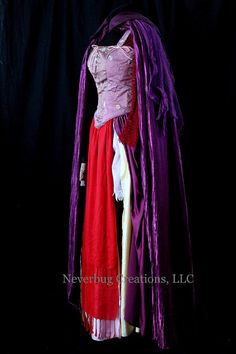 Hocus Pocus Sarah Sanderson Custom Costume by NeverbugCreations I want one