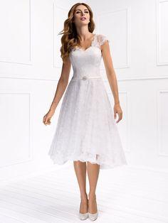 Kurze Brautkleider mit und natürlich ohne Schleppe der beliebtesten Brautmoden-Kollektionen in unserer großen Brautkleider-Galerie - Lass dich inspirieren!