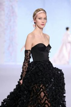 """""""Look 31 from the Spring / Summer 2016 Collection. Strapless Dress Formal, Prom Dresses, Formal Dresses, Ribbon Hairstyle, Ralph And Russo, Spring Summer 2016, Couture Collection, Doll Clothes, Outfits"""