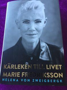 Mias bokhörna: Fredag och fin post.