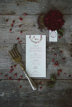 Menù - Wreath flower with marsala color | Indie Wedding Inspiration