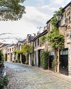 Circus Lane in Edinburgh is one of the prettiest streets in the city. #edinburgh #scotland #houses