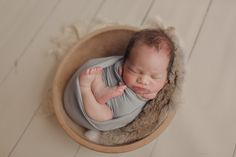 Toronto newborn photographer specializing in babies, maternity and family photography in the greater Toronto area. Newborn Photographer, Family Photographer, Toronto, Maternity, Teen, Poses, Couples, Children, Photographs