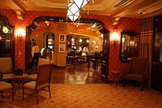 the carthay circle lounge is so swank inside!