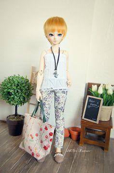 Flower Pants - MiniFee Shushu  She looks like going on shopping :3