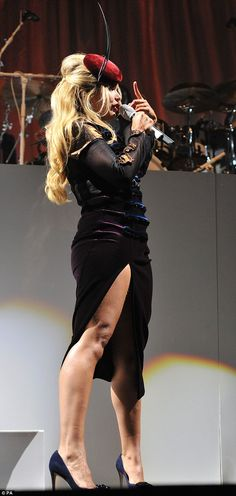 Paloma, put on a leggy display in a decorative velvet and semi-sheer midi dress which featured a thigh-high split, exposing the full length of her right leg, for her Sunday night V Festival set. Paloma Faith Hair, Eccentric Style, Diana Dors, Women In Music, Pin Up Hair, Very Lovely, Female Form, Beauty Women, Cute Girls