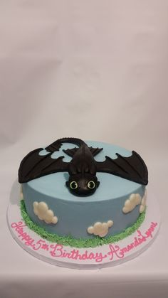 party is complete with Toothless on this special cake! Toothless Cake, Toothless Tattoo, Toothless Party, Toothless Drawing, Toothless Costume, Dragon Birthday Cakes, Dragon Cakes, Fondant Cakes, Cupcake Cakes