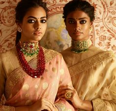 Latest Sabyasachi 2018 Bridal Lehengas has a brand new blouse design. Some exceptional bridal sarees, and the usual glitz and glam. Indian Wedding Jewelry, Indian Wedding Outfits, Indian Bridal, Bridal Jewelry, Indian Outfits, Indian Jewellery Design, Bead Jewellery, Diamond Jewellery, Jewellery Designs