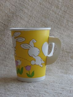 8 Vintage Easter Cups, Paper Cups with Bunnies 1977 Party Maid American Greetings